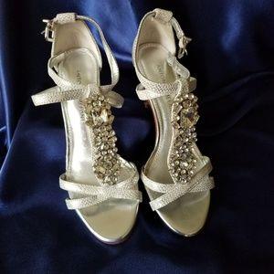 Antonio Melani Wedding Bridal Pumps 6M AB Crystals